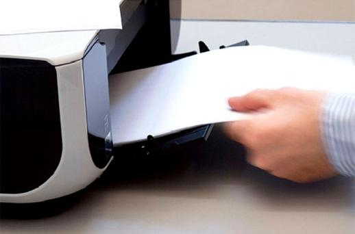 A log from the company's IT department showed about 75 e-mails were viewed/printed in a six-and-a-half minute period.