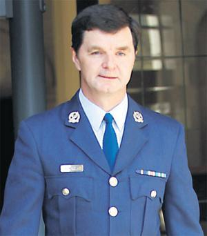 Commandant Nile Donohoe arriving at the Four Courts yesterday to hear the judgment on his appeal.