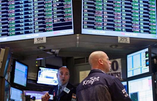 Traders work at the Knight Capital kiosk on the floor of the New York Stock Exchange. Photo: Reuters