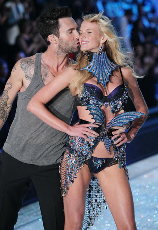Adam Levine serenading ex-girlfriend Anne V on the Victoria's Secret catwalk in November 2011.