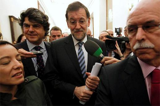 Spain's Prime Minister Mariano Rajoy (C) is questioned by reporters after a session at the Spanish parliament in Madrid. Photo: Reuters