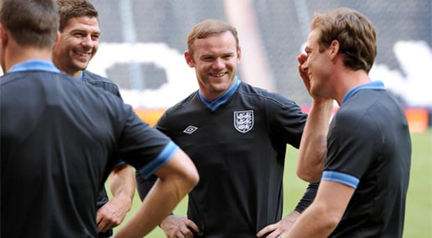 England's Steven Gerrard shares a joke with Wayne Rooney and Scott Parker (right) during training. Photo: PA