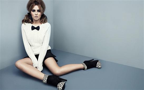 Cheryl Cole has angered fans for charging people £350 to meet her backstage during her solo tour.