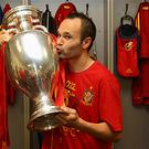 Andreas Iniesta kisses the Eurpoean Champinships trophy after Spain's record-breaking victory over Italy