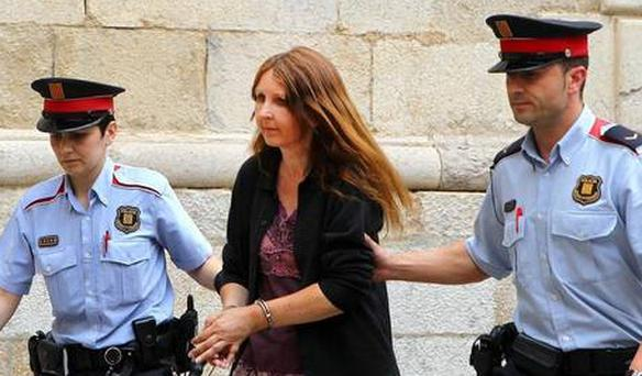 Lianne Smith is led away from court by Spanish police officers