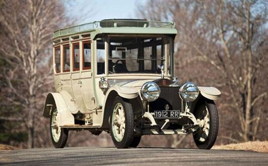 The Rolls-Royce still had its headlights, carriage lights, rear lights and inflatable tyres, and it still runs almost silently