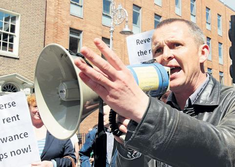 Gilmore challenged and named political left-wing opponent Deputy Richard Boyd Barrett to publicly dissociate themselves from aggressive personalised campaigns against Labour