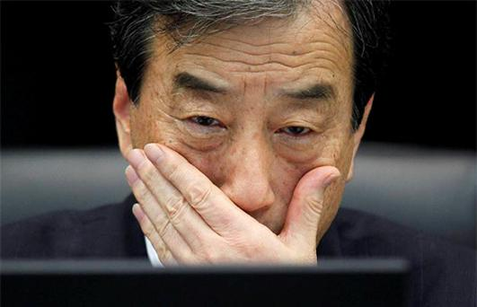 Kiyoshi Kurokawa, the head of a parliamentary committee investigating the causes of the Fukushima accident, looks at the monitor of his laptop during a news conference in Tokyo. Photo: Reuters
