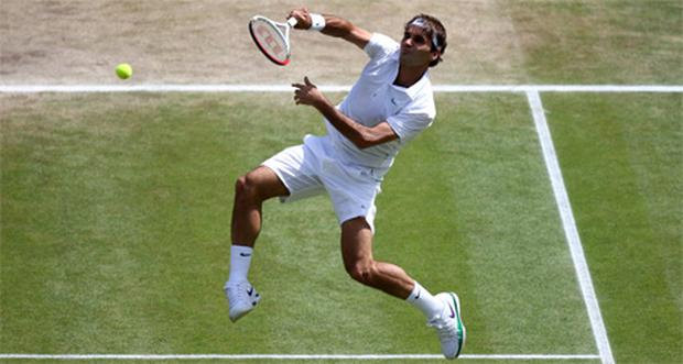 Roger Federer on his way to defeating Andy Murray in the Wimbledon men's final