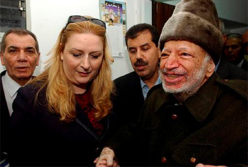 Palestinian President Yasser Arafat (R), assisted by his wife Suha (2nd L) and two aides, leaves his West Bank office in Ramallah, before flying to France, October 29, 2004. Photo: Reuters