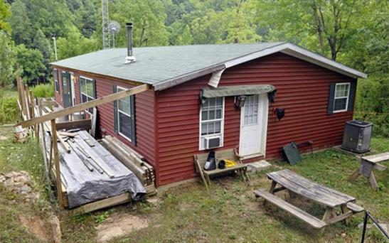 The home of Peter and Stephanie Lizon on Miller Hollow Road in Jackson County, W.Va. Photo: AP