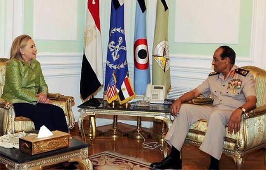 Egyptian military chief Field Marshal Mohamed Hussein Tantawi (R) meets with U.S. Secretary of State Hillary Clinton at the Defence Ministry in Cairo July 15, 2012. Photo: Reuters