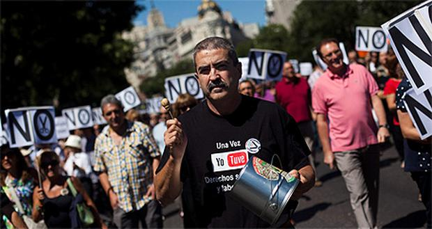 Protestors in Madrid march against austerity measures