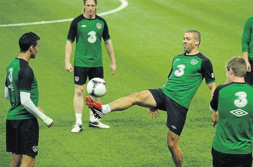 Stephen Kelly, Paul McShane and Glenn Whelan watch as Jonathan Walters (centre) goes through his paces during the Irish training session in Kazakhstan yesterday