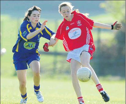 Emma Marshall of Wicklow closes in on Rebecca Carr of Louth (Photo and report: Michael Forde).
