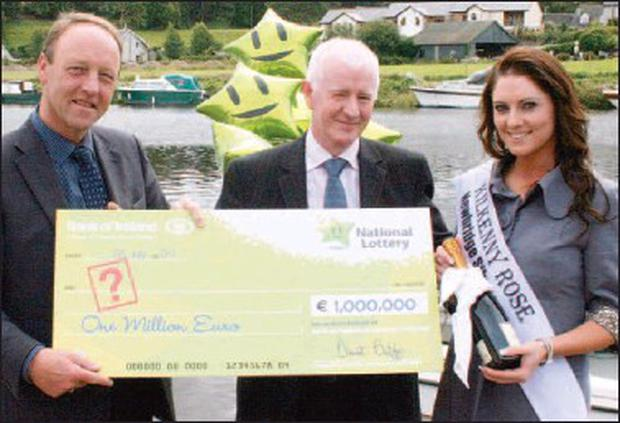 Alan Lawlor, National Lottery, Michael Doran, Doran's Supermarket and Kilkenny Rose Stephanie O'Dwyer with ¤1m lottery cheque which went unclaimed.