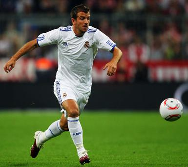 Rafael Van Der Vaart will swop the white of Real Madrid for that of Spurs. Photo: Getty Images