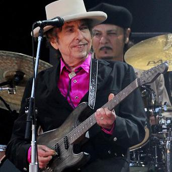 Bob Dylan has painted Brazilian slums and beaches