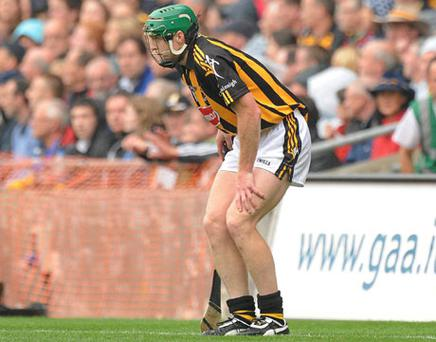 Kilkenny's Henry Shefflin holds his knee after pulling up injured, forcing him off in the early part of the All-Ireland final. Photo: Matt Browne / Sportsfile