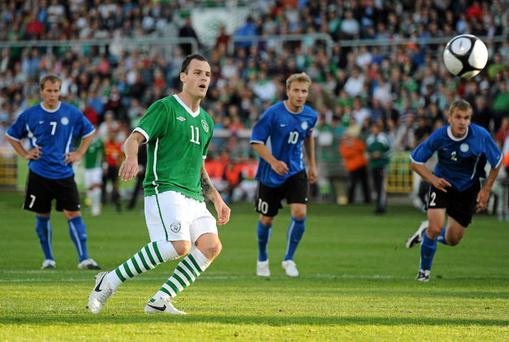 Anthony Stokes sinks the ball home from the penalty spot to score his second goal against Estonia. Photo: Stephen McCarthy / Sportsfile