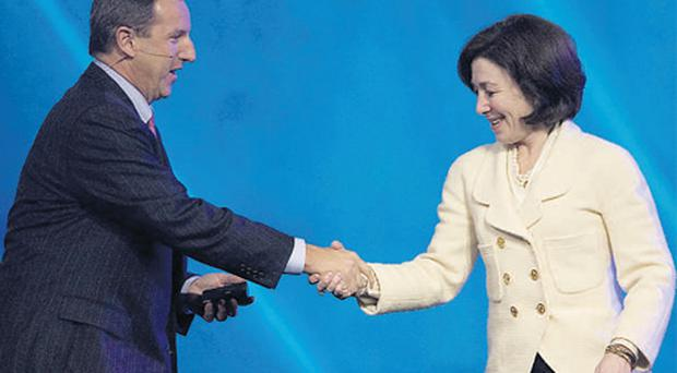 Mark Hurd, former chairman, president, and CEO of Hewlett-Packard, shaking hands with Safra Catz, president and chief financial officer of Oracle, at the Oracle Open World event in San Francisco. Photo: Bloomberg News