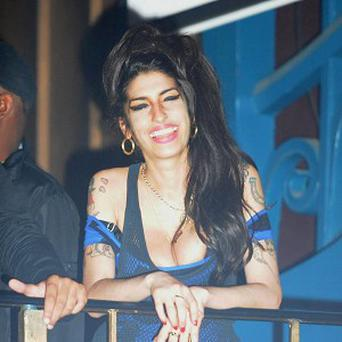 Amy Winehouse is to sing on an album by Quincy Jones
