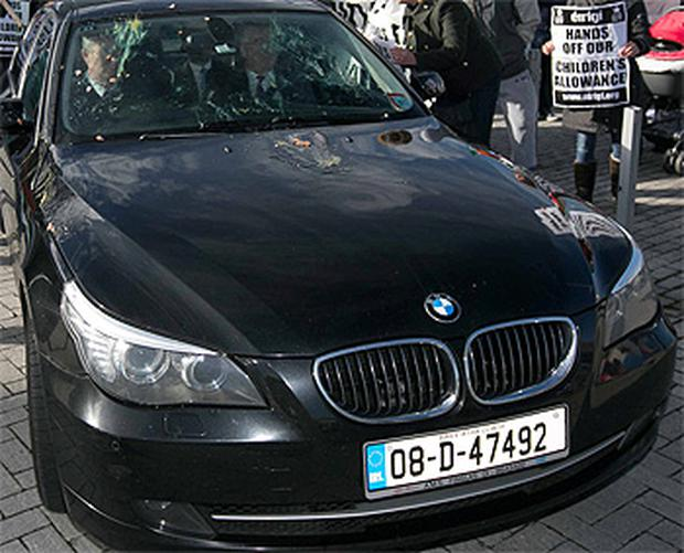 Tanaiste Eamon Gilmore's car was pelted with eggs