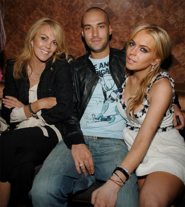Dina and Lindsay Lohan with Calum Best in 2007.