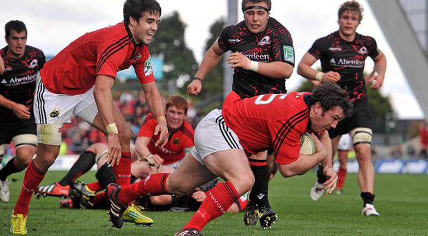 Damien Varley, supported by Conor Murray, scores Munster's bonus point-clinching try