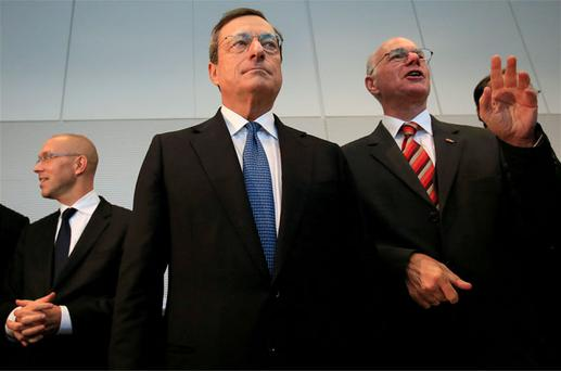 European Central Bank (ECB) Executive Board member Joerg Asmussen (L-R) ECB President Mario Draghi and German lower house of parliament Bundestag President Norbert Lammert pose for the media before speaking to German lawmakers in the Bundestag. Photo: Reuters