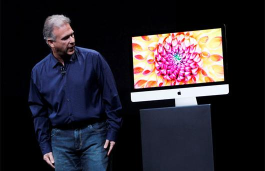 Phil Schiller demonstrates the thin edge of the new iMac