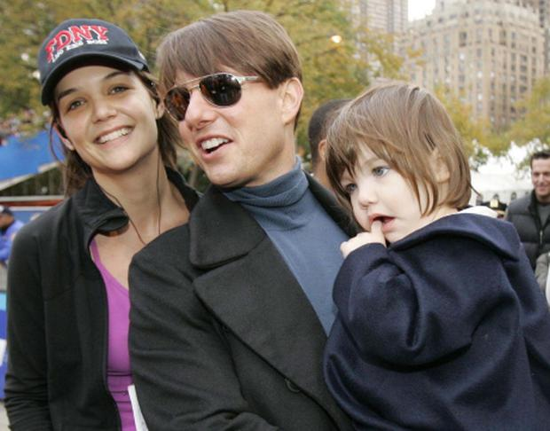 Katie Holmes, Tom Cruise, Suri Cruise...Actress Katie Holmes, husband Tom Cruise, center, and their daughter Suri pose for a photograph after Holmes finished running the New York City Marathon in New York, Sunday, Nov. 4, 2007. (AP Photo/Kathy Willens)...S