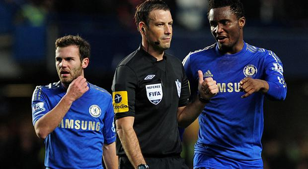 Jon Obi Mikel (R) of Chelsea talks to referee Mark Clattenburg as team mate Juan Mata looks on. Photo: Getty Images