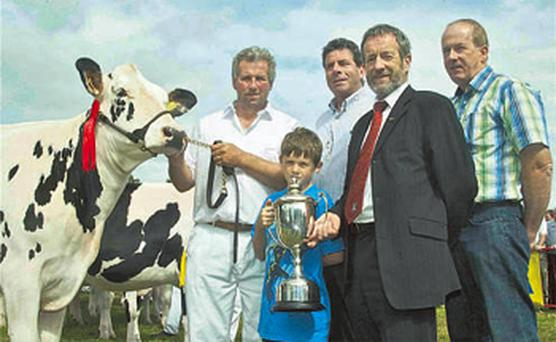 Gary Hurley, Co Wicklow, and his son receive the Maid of Glanbia trophy for Clompaddin Jet Jolly from Glanbia's Liam Herlihy, Sean Kelly MEP and Brendan Dunne
