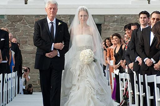 Former president Bill Clinton walks his daughter Chelsea down the aisle. Picture: Genevieve de Manio/ Getty Images