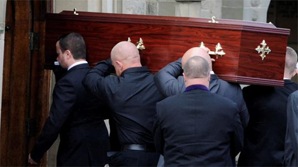 The coffin of gunman Raoul Moat is carried into a crematorium in Newcastle. Photo: Reuters