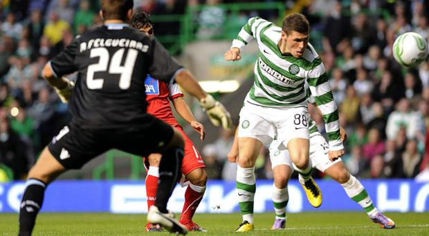 Celtic's Gary Hooper (R) scores but Neil Lennon's side come up short against Braga. Photo: Reuters