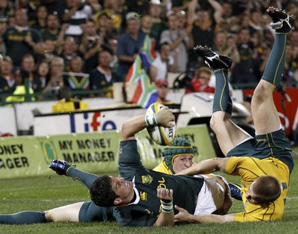 South Africa's Morne Steyn is challenged by Australia duo Drew Mitchell and Matt Giteau during their Tri-Nations match in Pretoria. Photo: Reuters