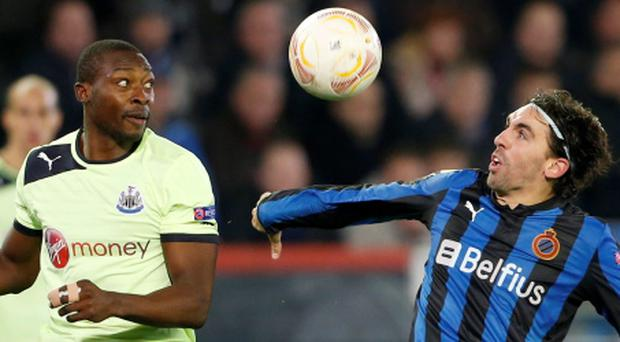 Newcastle United's Shola Ameobi challenges Club Brugge's Jordi (R) during their Europa League soccer match at the Jan Breydel stadium in Bruges November 8, 2012. REUTERS/Francois Lenoir (BELGIUM - Tags: SPORT SOCCER)