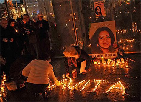 1,000 people took part in a vigil for Savita Halappanavar in Eyre Square in Galway on Saturday, where a one minute silence was held in her memory at 5.20pm