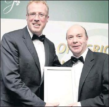 Damien O'Reilly, Chairman, Guild of Agricultural Journalists of Ireland, (left) presenting the award for Print Local to Michael Moran of the Sligo Champion at the Agricultural Journalism Awards at AIB Headquarters.