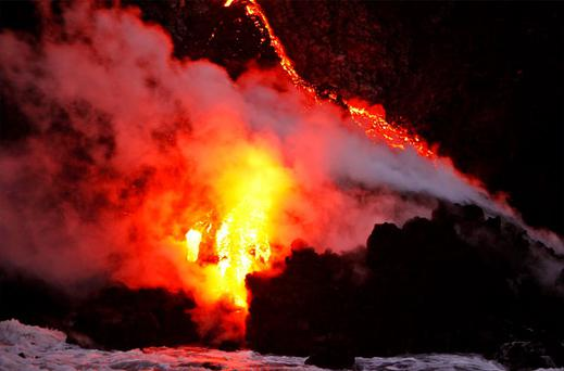 A volcano on Hawaii's largest island is spilling lava into the ocean, creating a rare and spectacular fusion of steam and waves that officials said on Tuesday could attract thrill seeking visitors if it continues. Photo: Reuters