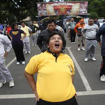 Indonesian police officers do exercises during a new diet programme (AP)