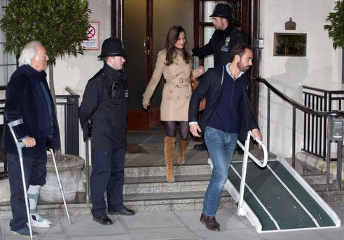 Pippa Middleton and her brother James (R) leave after visiting their sister Catherine, Duchess of Cambridge at the King Edward VII hospital in London December 5, 2012. REUTERS/Neil Hall (BRITAIN - Tags: ENTERTAINMENT HEALTH SOCIETY ROYALS)