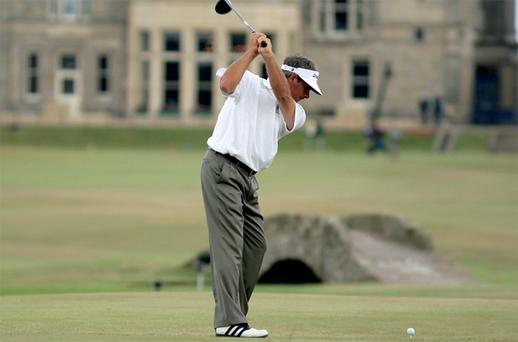 Fred Couples attempts to drive the 18th at the 2005 Open at St Andrews