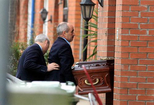 Murdered crime godfather Eamon Kelly is brought to his home in Killester, Dublin to be waked. Photo: Padraig O'Reilly
