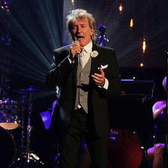 Rod Stewart apparently needed help with his lyrics during his Strictly performance