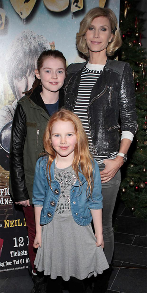 Yvonne Keating with daughters Missy and Ali at the opening night of 'Oliver' at the Bord Gais Energy Theatre