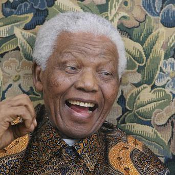 Nelson Mandela has undergone successful surgery to remove gallstones, according to the South African president's office