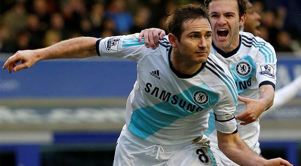 Chelsea's Lampard celebrates scoring with Mata. Photo: Reuters